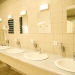 νιπτήρες στα μπάνια στο καμπινγκ