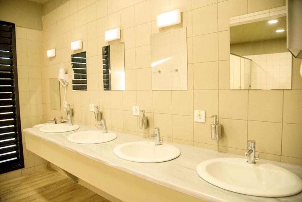 τουαλέτες στο καμπινγκ